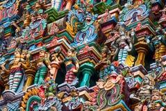 Bunte Dachspitze des Madurai-Tempels Stockfotos