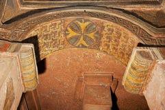 Bunte Deckendekoration innerhalb der stein-gehauenen Kirche in Lalibela, Äthiopien lizenzfreie stockfotos