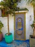 Bunte Dekoration typisch von der marokkanischen Architektur lizenzfreie stockfotos