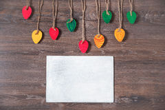 Bunte dekorative Ostereier gemacht vom Papier auf einem hölzernen Hintergrund Draufsicht mit Kopienraum Lizenzfreies Stockbild