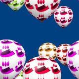 Bunte dekorative Vögel auf Partei steigt nahtloses Muster im Ballon auf Lizenzfreies Stockfoto