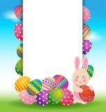 Bunte Eier und Häschen für Ostern-Tagesgrußkarte Stockfotografie