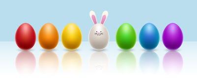 Bunte Eireihe mit Eihäschen für Ostern Stockbild