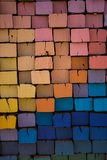 Bunte Eisenbahnschwellen in den multicolors lizenzfreie stockfotos