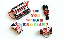 Bunte englische Wörter SPRECHEN SIE ENGLISCH mit Andenken von London, englische Sprachlernkonzept lizenzfreie stockbilder