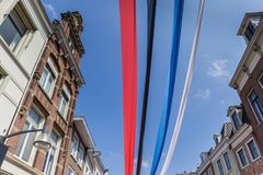 Bunte Fahnen im Stadtzentrum von Leeuwarden Stockfotos