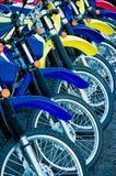 Bunte Fahrräder stockbilder