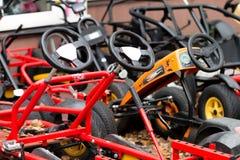 Bunte Fahrräder im HerbstVergnügungspark Stockfoto