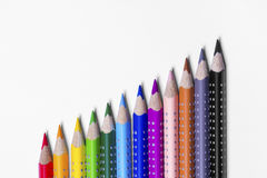 12 bunte Farbenstifte Stockfotografie