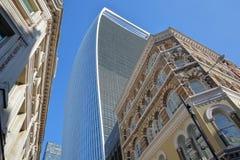 Bunte Fassaden von Gebäuden auf Eastcheap-Straße im Finanzbezirk der Stadt von London mit 20 Fenchurch der Straße Walkie Stockbild