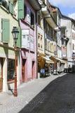 Bunte Fassaden von Stadtwohnungen in der alten Stadt Stockfoto