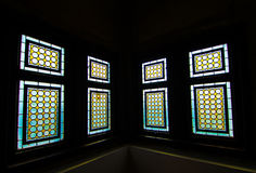 Bunte Fenster des Schlosses Stockfotografie
