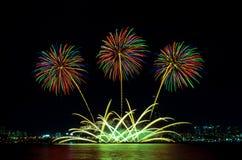 Bunte Feuerwerke in Seoul, Südkorea lizenzfreies stockbild