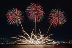 Bunte Feuerwerke in Seoul, Südkorea Stockfotografie
