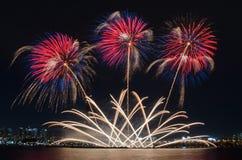 Bunte Feuerwerke in Seoul, Südkorea lizenzfreies stockfoto