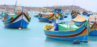 Bunte Fischboote in Marsaxlokk Malta Stockfotografie