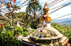 Bunte Flaggen flattern im Wind über dem alten stupa in Kathmandu, Nepal Lizenzfreie Stockfotografie