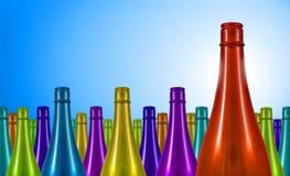 Bunte Flasche, Geschäftskonzept, die rote Flasche ist der Sieger, (keine Textversion), Kopienraum Lizenzfreie Stockfotos