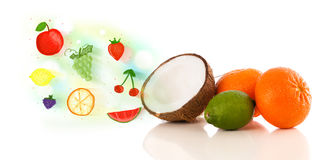 Bunte Früchte mit Hand gezeichneten erläuterten Früchten Lizenzfreie Stockfotos