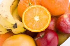 Bunte frische Früchte in einer Schüssel. lizenzfreies stockbild