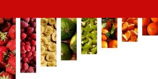 Bunte fruchtige Beschaffenheiten innerhalb der Rechtecke hingen durch ein rotes Band Stockfotografie