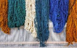 Bunte Garne, Blau, Grün, Orange, Creme lizenzfreies stockfoto