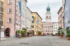 Bunte Gebäude in der Mitte von Rosenheim stockfoto