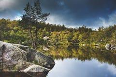 Bunte Gebirgsszenen in Norwegen Schöne Landschaft von Norwegen, Skandinavien Norwegen-Berglandschaft stockfotografie