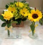 Bunte gelbe Blumen im Blumenladen Lizenzfreie Stockfotografie