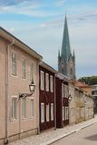 Bunte gemalte Häuser und Kathedrale. Linkoping. Schweden Stockfotografie