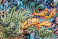 Bunte Glasmosaikkunst-Formfische Stockfoto