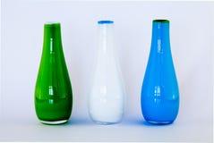 Bunte glassbottles auf weißem Hintergrund stockbilder