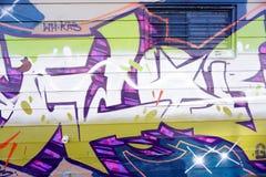 Bunte Graffiti auf einer Backsteinmauer Lizenzfreie Stockfotografie