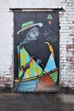 Bunte Graffiti-Gestaltungsarbeit auf einer Gebäude-Tür Lizenzfreie Stockbilder
