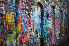 Bunte Graffitiwand Stockbild