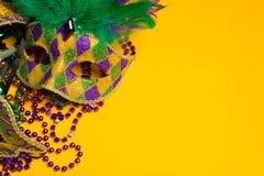 Bunte Gruppe von Mardi Gras oder von venetianischer Maske oder Kostüme auf einem y Stockfotos