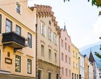 Bunte Häuser in Bressanone Brixen, Italien stockbilder