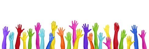 Bunte Hände angehoben auf weißen Hintergrund lizenzfreie stockfotografie
