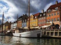 Bunte Häuser auf Ufergegend Stockfotografie