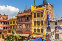 Bunte Häuser bewohnt von der tibetanischen Gemeinschaft im Quadrat Lizenzfreie Stockfotos