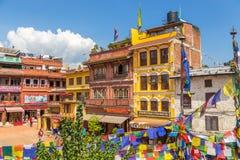 Bunte Häuser bewohnt von der tibetanischen Gemeinschaft im Quadrat Stockbilder