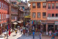 Bunte Häuser bewohnt von der tibetanischen Gemeinschaft im Quadrat Stockfoto