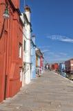 Bunte Häuser in Burano Stockfotos