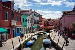 Bunte Häuser in Burano, Venedig Italien lizenzfreies stockfoto