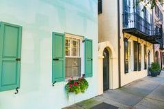 Bunte Häuser in Charleston, South Carolina lizenzfreies stockbild