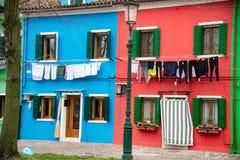 Bunte Häuser der Insel von Burano nahe Venedig, Italien lizenzfreie stockfotografie