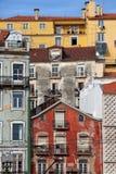 Bunte Häuser in der Stadt von Lissabon Lizenzfreies Stockfoto
