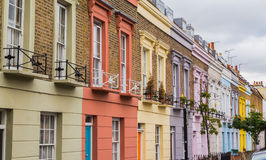 Bunte Häuser entlang Hartland-Straße London Stockbilder