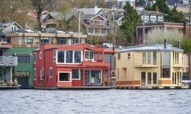 Bunte Häuser am See-Verband in Seattle - schöne Gebäude - SEATTLE/WASHINGTON - 11. April 2017 Lizenzfreie Stockfotografie