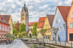 Bunte Häuser und Glockenturm in Memmingen Stockbild
